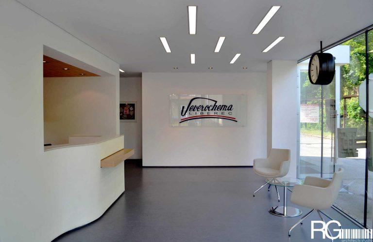 Architekt Liberec – Radomír Grafek – interiér recepce a chodeb SEVEROCHEMA v Liberci