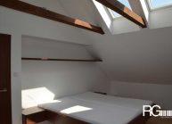 interier-loznice-v-podkrovi