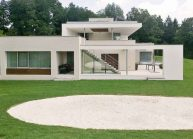 Funkcionalistická rodinná vila pod Špičákem, Varnsdorf – celkový boční pohled.