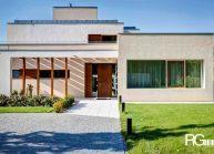 Funkcionalistická rodinná vila pod Špičákem, Varnsdorf – pohled na vstupní dveře.