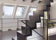 Moderní rodinný dům s dominantními střešními okny – ocelové schodiště do podkroví.