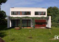 Minimalistický rodinný dům, pohled ze zahrady